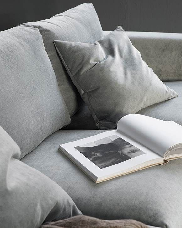 Give Your Ikea Couch Other Ikea Furniture A Sophisticated Contemporary Look With A Premium Velvet Sofa Cover Avail Sofa Covers Fluwelen Sofa Bankstellen