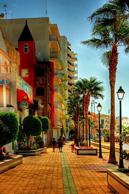 Promenade along the beach. Rota (Spain).                              …