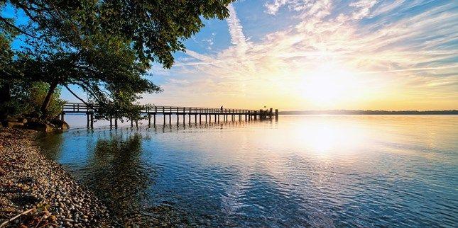 ab 149 € -- Starnberger See: Urlaub mit HP & Seeblick, -45% -- Traumlage am Starnberger See und ein Original-Thron von Kaiserin Sisi im Wintergarten: Damit kann das Vier-Sterne-Seehotel Leoni auftrumpfen. Mit unserem Deal wohnen auch Sie für drei Tage direkt am See mit Blick auf die Berge. Sie zahlen ab 149 € pro Person (298 € zu zweit) und sparen bis zu 45 Prozent.