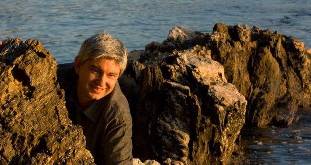 Entrevista: As paisaxes íntimas de Fran Alonso. http://elrincondegalicia.com/blog/index.php/el-rincon-de-galicia-de-fran-alonso-un-paisaje-intimo-donde-el-tiempo-desafia-a-la-existencia/
