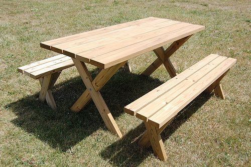 LOVE this diy picnic table and bench! http://diydiva.net/2009/07/weekend-diy-picnic-table-project/