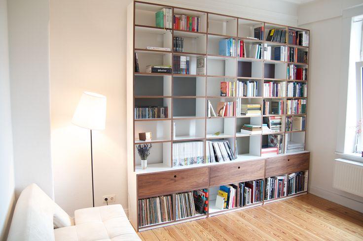 #Regalwand, die sehr viel Platz, nicht nur für Bücher bietet. © www.buchenblau.de