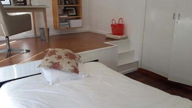 Anyone who has a spare bedroom in their home has probably faced this dilemma. It's great to have a guest room so that friends and family can stay with you, but it would be nice to be able to use it more often, for instance, as a home office. So, what to do? Check out this post and see what this clever guy decided!