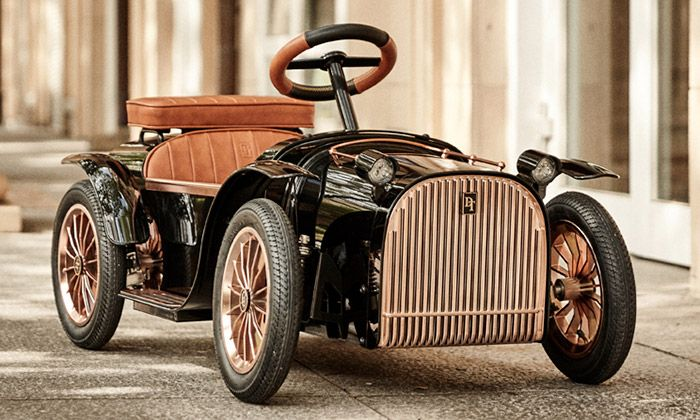 D. Throne uvádí třetí generaci elektrického autíčka