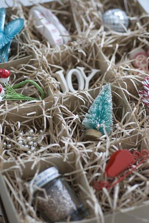 papiervalise, good ideasDisplay Crafts, Holiday, Crafts Elements, Cardboard Boxes, Display Small, Christmas Display, Display Curio, Empty Ornaments, Vintage Christmas Ornaments