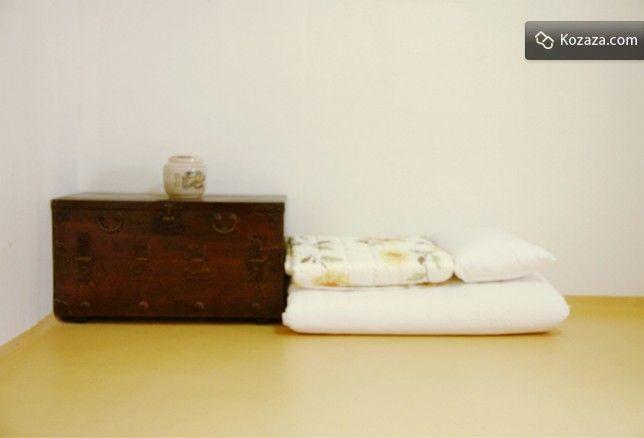Mumum /m?mu:m/ Calm Layover Room 5