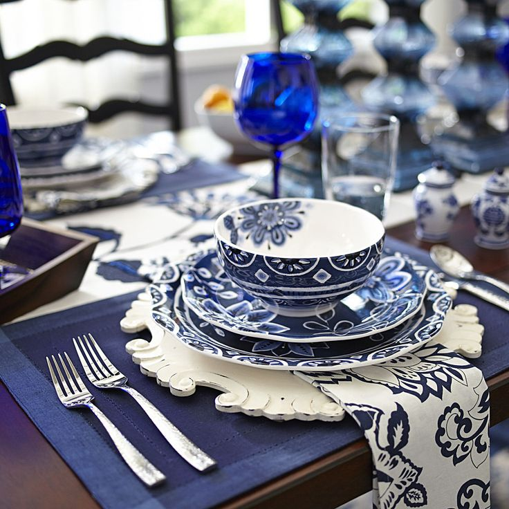 Blue & White tablescape using Hemstitch Navy Blue Placemat