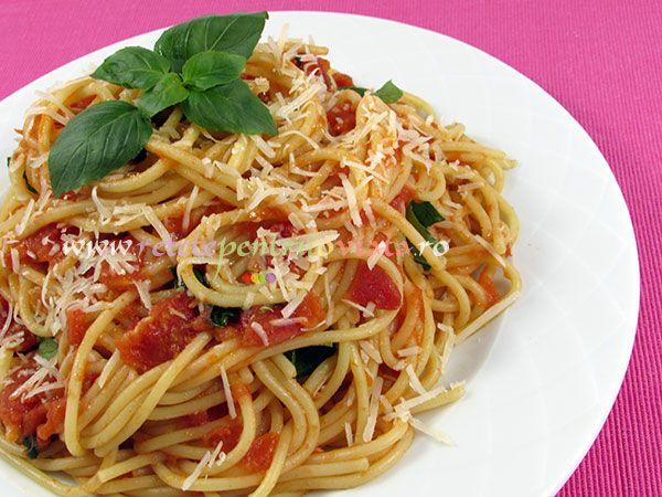 Reteta perfecta de paste cu sos de rosii! Are la baza reteta clasica italiana de sos de rosii (salsa di pomodoro alla napoletana).