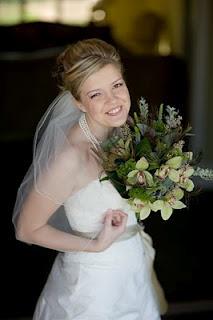 Bridal bouquet - Smile Blog: Funky Peacock Feather Bouquet