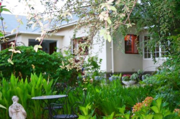 The LemonTree House - The LemonTree House is our guesthouse in the heart of the beautiful town of Robertson in the valley of wine and roses and at the foot of the Langeberg Mountains. The old townhouse is set in the tranquil ... #weekendgetaways #robertson #southafrica