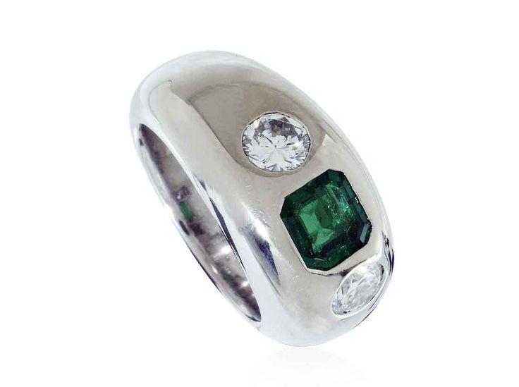 Weissgold Bandring mit Kolumbianischem Smaragd 0,83ct und zwei Brillanten 0,90ct #Schmuck #Schmuck-Boerse #vintage #verlobung #diamant #verlobungsringe #ringe https://www.schmuck-boerse.com/index-gold-ringe.htm
