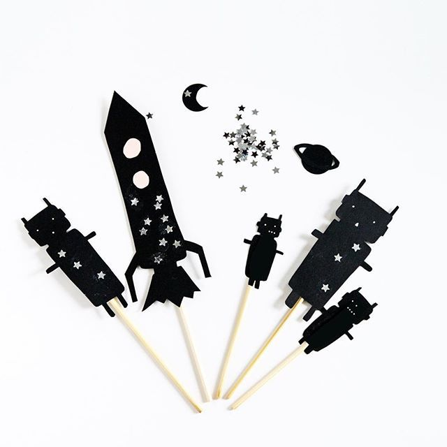 Flying to space  with the shadow puppets #lamaisondeloulou #handdesign #handmade #handcrafted #shadows #shadowpuppets #spaceship #papercut #paper #papercraft #kidactivities #kids