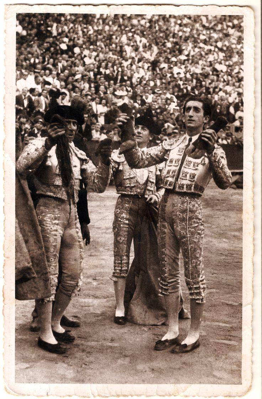 Foto de Aparisi de los años 50, reparada por mi, manolete en una tarde triunfal en la plaza de toros de Valencia