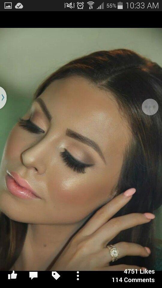 A fresh neutral makeup palette