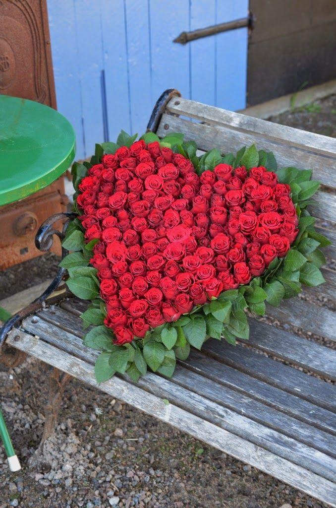 LILJOR OCH TULPANER: Körsbärsblom, hjärtan och tankar.