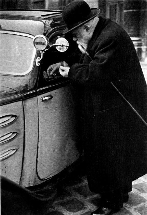 Anciano en el París de los años 30. Lucien Aigner.