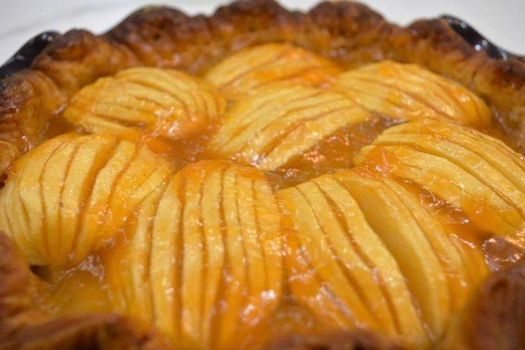Ya he hecho muchas tartas de manzana a lo largo de mi andadura en el mundo de los bloggers. Esta vez toca una hecha con base de hojaldre y cuyo…