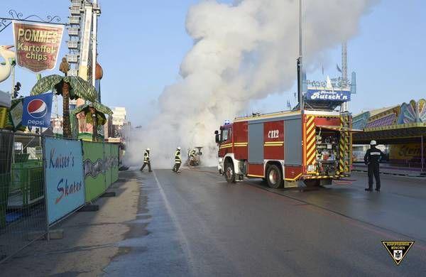 München: Kehrmaschine auf dem Oktoberfest abgebrannt