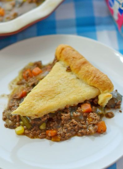 We love this hearty Beef Pot Pie easy dinner recipe during the cooler months for something different from chicken! #recipes