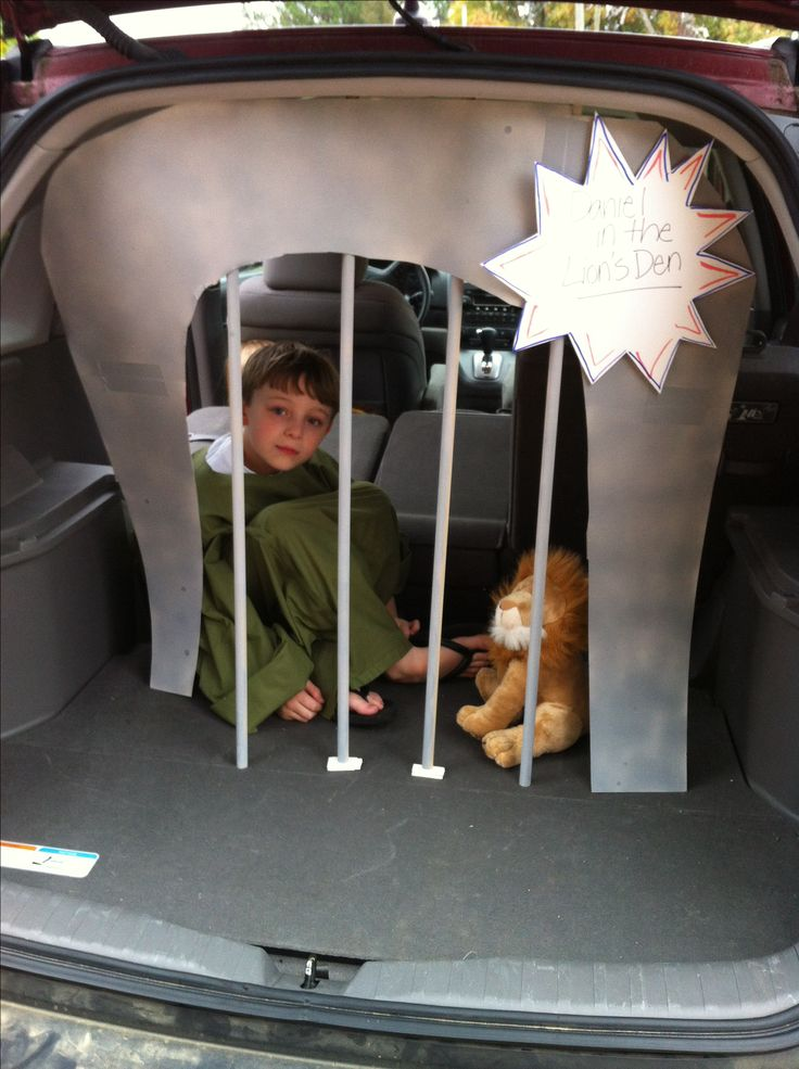 Daniel in the lion's den for trunk or treat!