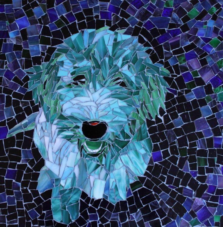 Perrito en azulejo.