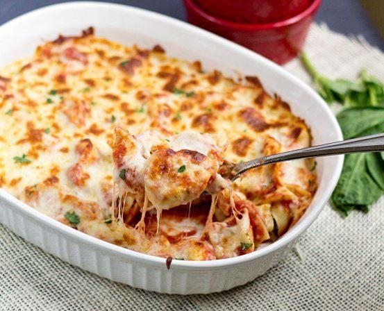 Πεντανόστιμα τορτελίνια με σάλτσα ντομάτας, μοτσαρέλα και παρμεζάνα στο φούρνο, έτοιμα σε 30-40 λ στο τραπέζι σας. Μια πολύ εύκολη στη παρασκευή της συνταγ