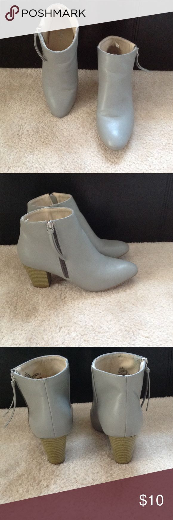 Old Navy Ankle Boots Only worn a couple of times. Cute and comfortable. Old Navy Shoes Ankle Boots & Booties