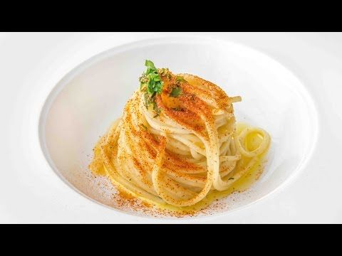 Spaghetti aglio, olio e peperoncino di Alessandro Negrini - Il Luogo di Aimo e Nadia - YouTube
