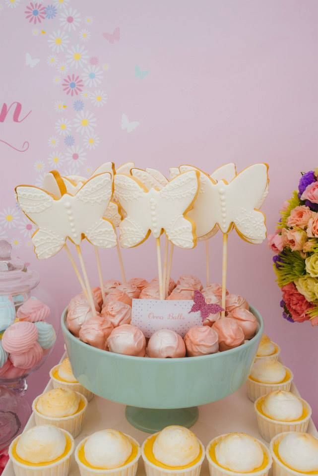 This pastel butterfly First Birthday Party is just gorgeous. Styled by the super talented Sarah from Sugar Coated Mama, it's every little girl's dream party. #firstbirthday #birthdayparty #birthday #cake #lpl