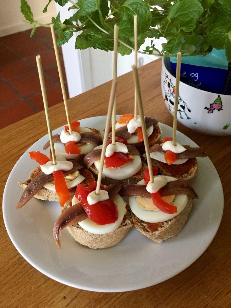 Capricho - hårdkogt æg, sardin, syltet peberfrugt og mayo 🇪🇸