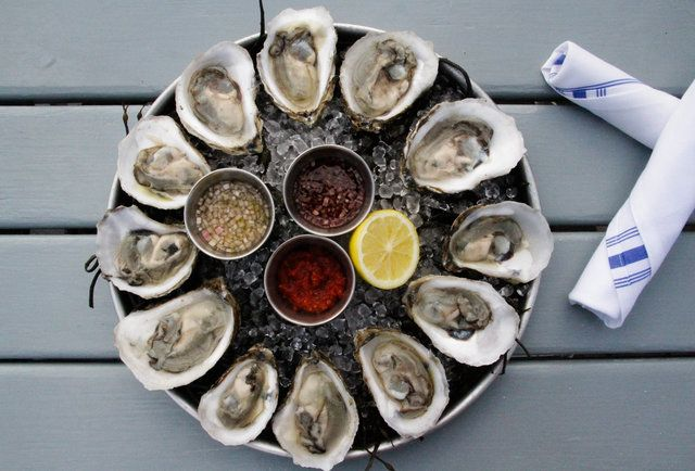 How To Order and Eat Oysters Like An Expert