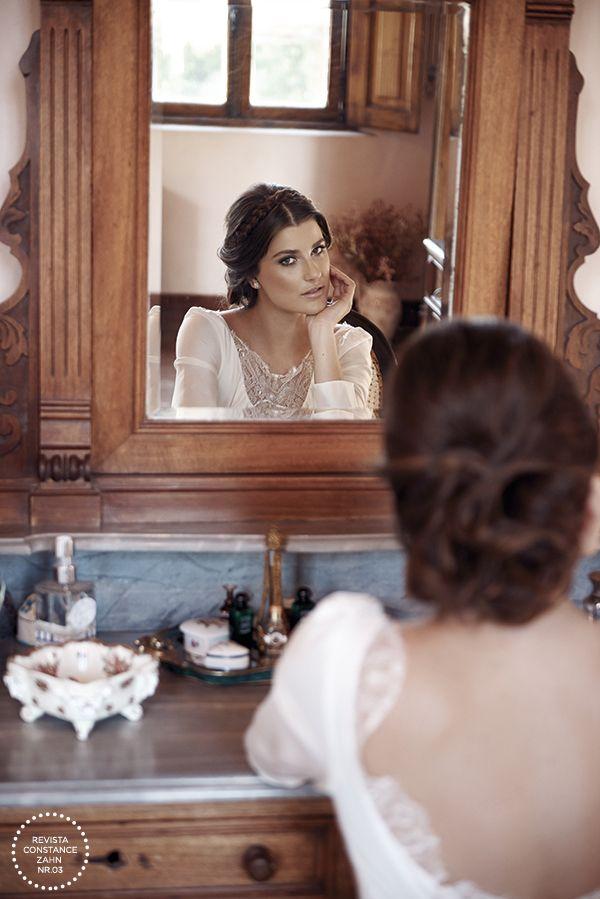 Penteado de noiva romântico - coque baixo com tiara trançada { Cabelo: Sandro Dessou | Maquiagem: Rodolfo Almeida | Foto: Lucas Fonseca }