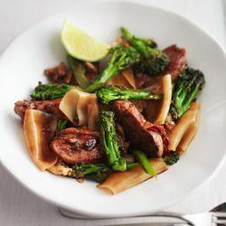 Recept voor pad see ew (Thaise roerbak) met bimi broccoli. ZTRDG kookt de makkelijkste recepten.  Lees meer op ZTRDG.nl.