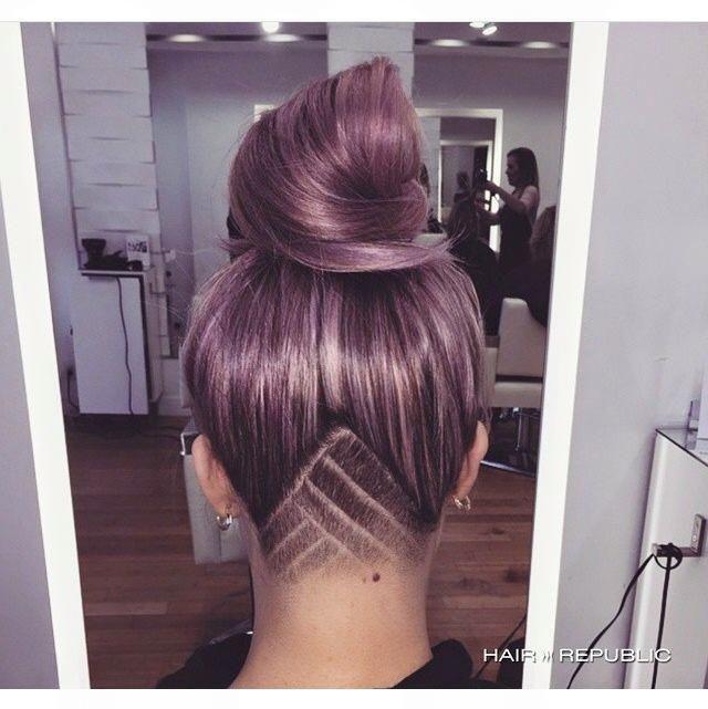En 2015 la tendance cheveux nous en a fait voir de toutes les couleurs ! Du rouge , du violet , du gris , du bleu .. L'originalité était le...