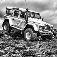 Land Rover Defender 110 Td4 Sw Se customized Twisted extreme adventure sports. Overland Bound