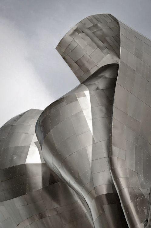 Museu Guggenheim de Bilbao, Espanha. Inaugurado em 18/10/1997. Revestido de vidro, titânio e calcário. Projeto do arquiteto canadense-americano Franck Owen Gehry.