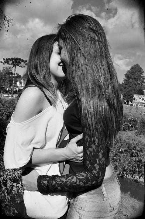 girls secretly kissing