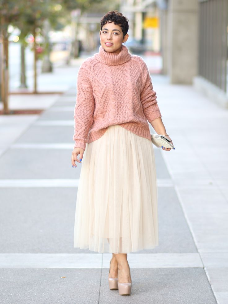 DIY Tulle Skirt and Patter Review of Simplicity 1427. I made this easy tulle skirt and paired it with a chunky sweater for a fall look. Add some boots and tights for those much colder days.