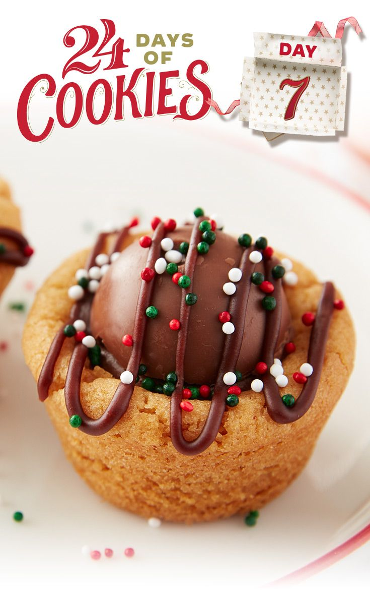 Looking for an indulgent treat for the holidays? Bake these delicious cookie cups that will wow your cookie exchange. This peanut butter cookie cup is stuffed with a layer of creamy frosting and topped with a milk chocolate Lindt truffle before being drizzled and decorated with icing and sprinkles. Try using a white or dark chocolate truffle for a different twist!