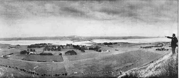 Looking north from Mangere Mountain over Mangere and the Manukau Harbour towards Onehunga with Mangere Bridge (centre). Sir George Grey Special Collections, Auckland Libraries, 7-A721.
