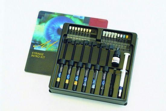 MIRIS 2 INTRO KIT 6 JERINGAS Nanohíbrido para toda situación clínica.   Realidad Artificial. El concepto natural en técnica de estratificación. Restaurador en 3 dimensiones: dentinas - esmaltes - efectos. Fácil manipulación. Acabado duradero de alto brillo. Menor contracción. Exclusivo sistema de selección de color. Guía de colores realizada en resina. KIT:6 JERIGAS: 3 DENTINA+3 ESMALTE+1 ADHESIVO+1 DE GEL ACIDO+1 SEPARADOR+1 GUIA DE COLORES+ACCESORIOS - Cod. 21237