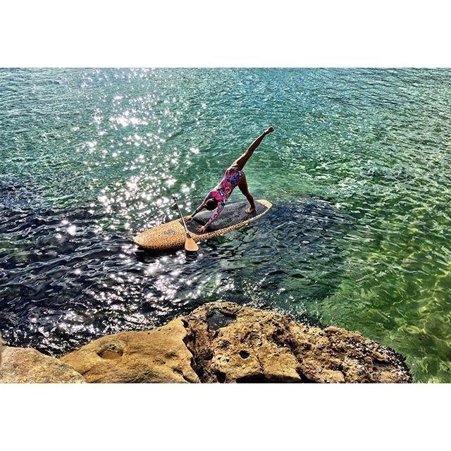 F L O W through Wednesday @yogakiss @thesabelife @anchorshapespaddleboards #stretcheyz #sea #surf #surfing #beach #sand #waves #surfwear #surfer #surfsuit #swim #ocean #bondi #kiteboarding #yoga #activewear #surfleggings #leggings #kiteboarding #rashguard #wakeboarding #kitegirl #spring #sup #supyoga www.stretcheyz.com