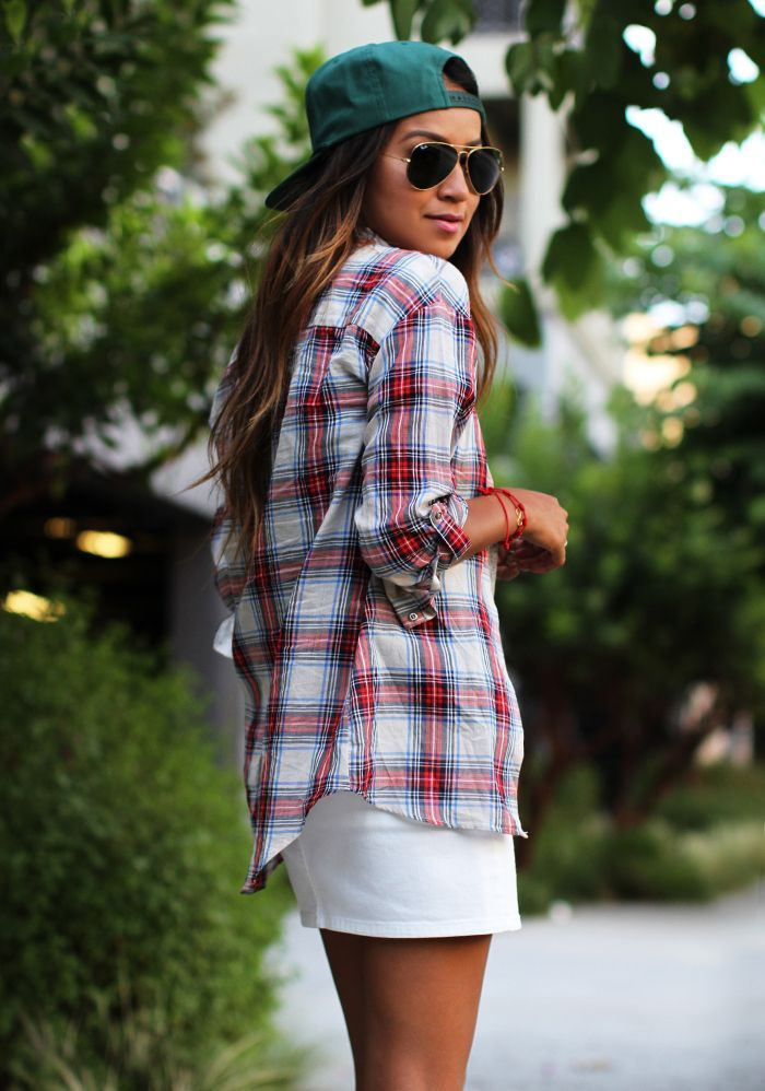 casual outfit, plaid shirt, rayban sunglasses and snapback hat