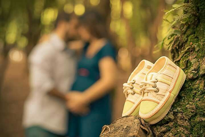 maternity photo with shoes