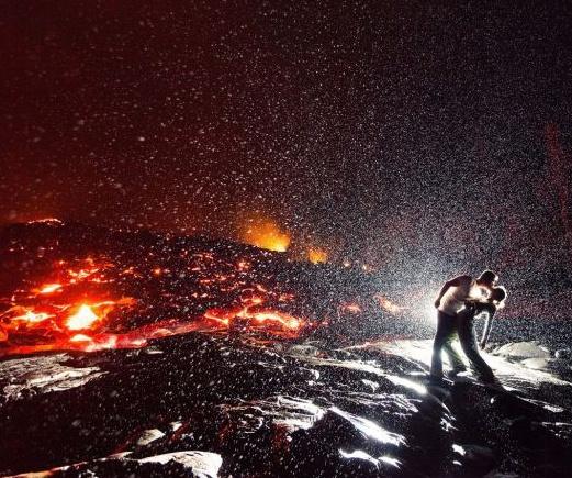 amor al rojo vivo beso en un volcan