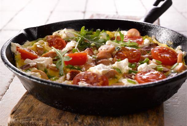 Nakki-juustomunakas ✦ Munakas on nopeaa ja täyttävää pikaruokaa, jota voi varioida haluamakseen kotoa löytyvien raaka-aineiden mukaan. Nakki-juustomunakas on täyteläinen ruoka, joka sopii nautittavaksi mihin aikaan tahansa. http://www.valio.fi/reseptit/nakki-juustomunakas/