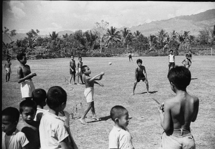 gambar anak main bola kaki - Penelusuran Google