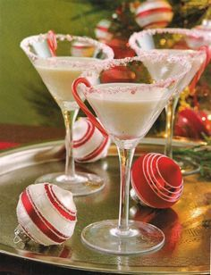 Peppermint Martini  -– Vodka, Godiva White Chocolate Liqueur, Peppermint Schnapps and a splash of cream. Rim the glass with crushed candy canes.