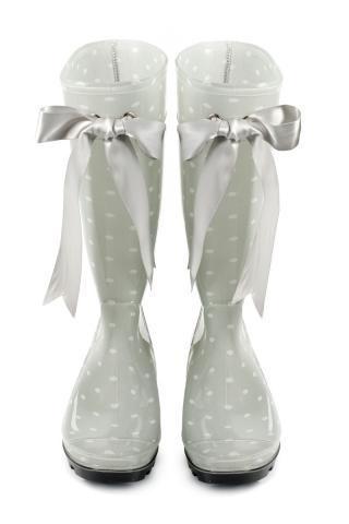 wedding rain boots <3 http://www.mirrormirrorincbridal.com/#