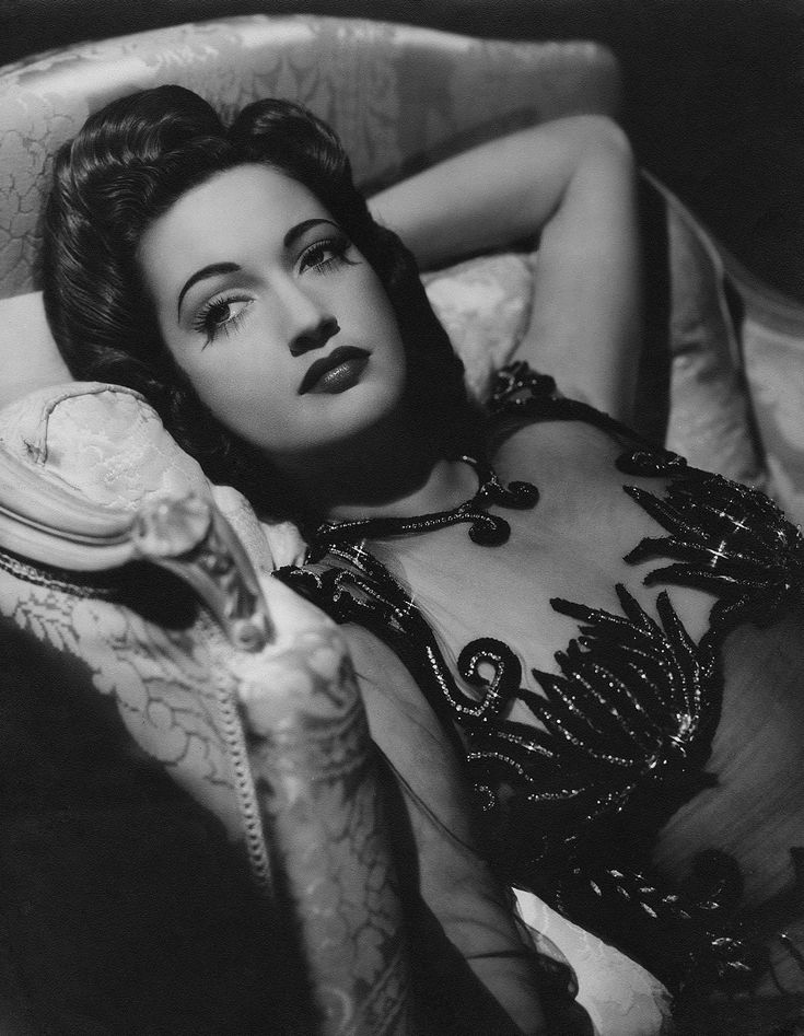 1940s actress Dorothy Lamour ~ from http://keriannkelly.wordpress.com/2011/06/27/dorothy-lamour/